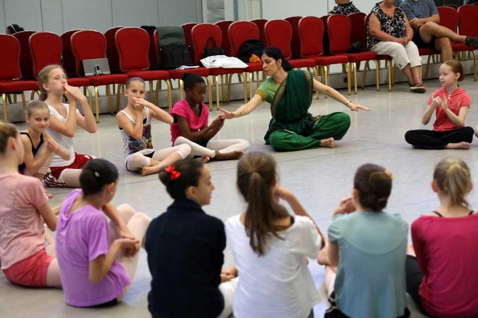Danza Movimiento Terapia ayuda a los niños con autismo