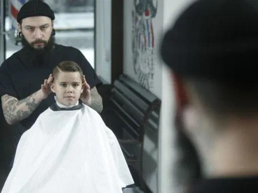 Cortar el pelo a niños autistas